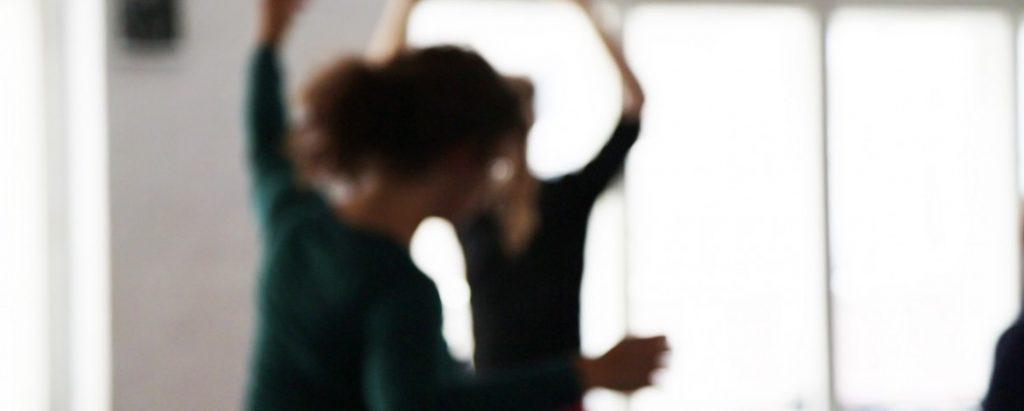 dance-vorm-fenster-1170x470